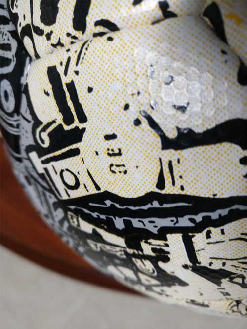 The dimple surface and impressive design of the Chaos Aztec ball